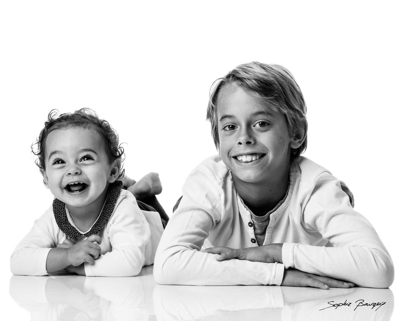 portrait deux enfants sur fond blanc aix en provence